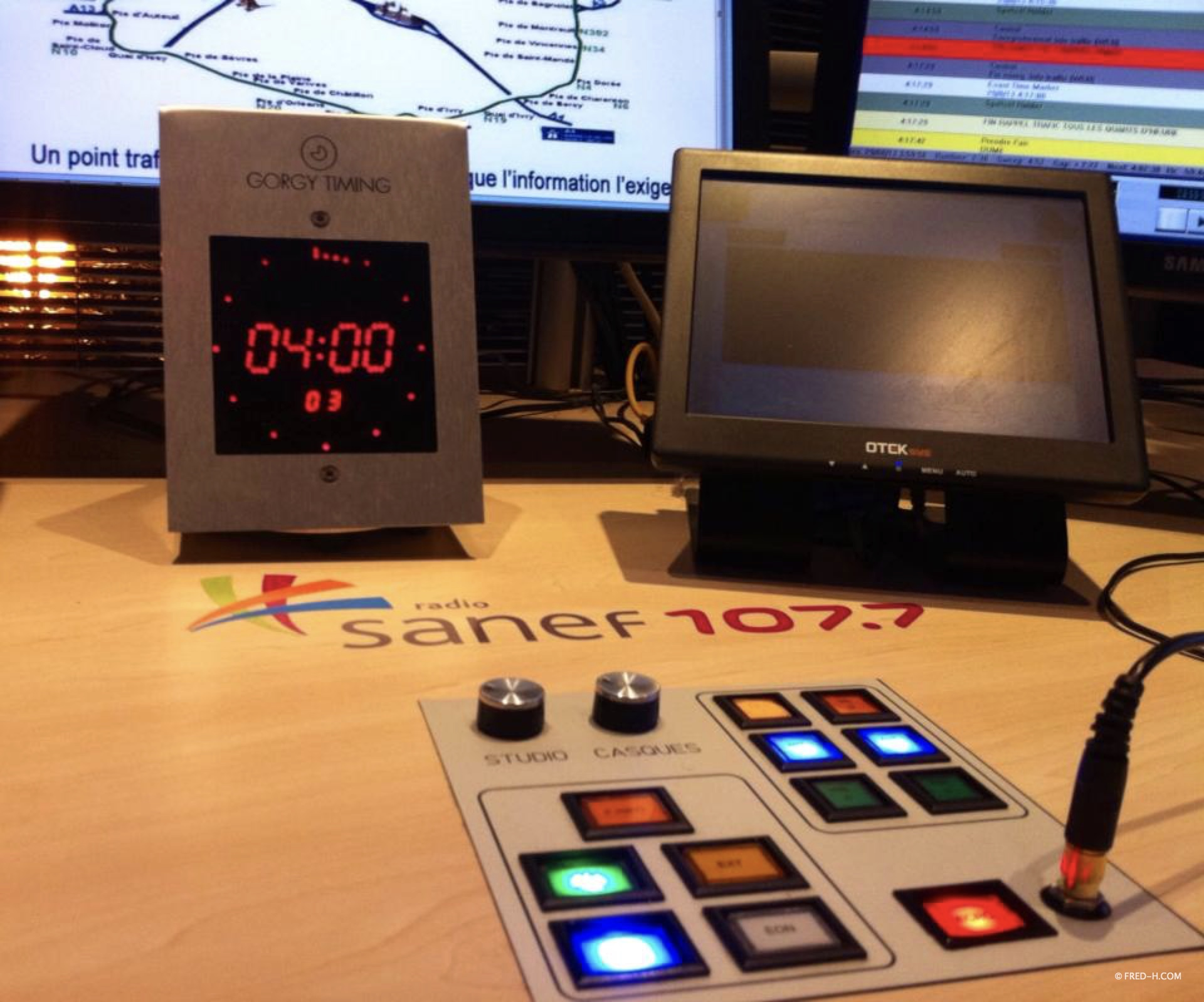 horloge radio 4h du matin studios senlis sanef 107.7 radio france