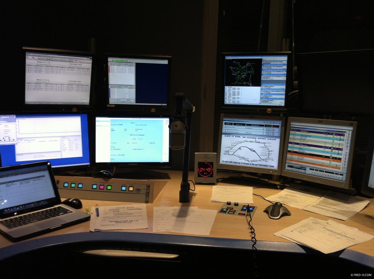 studios 107.7FM nuit senlis matériel radio