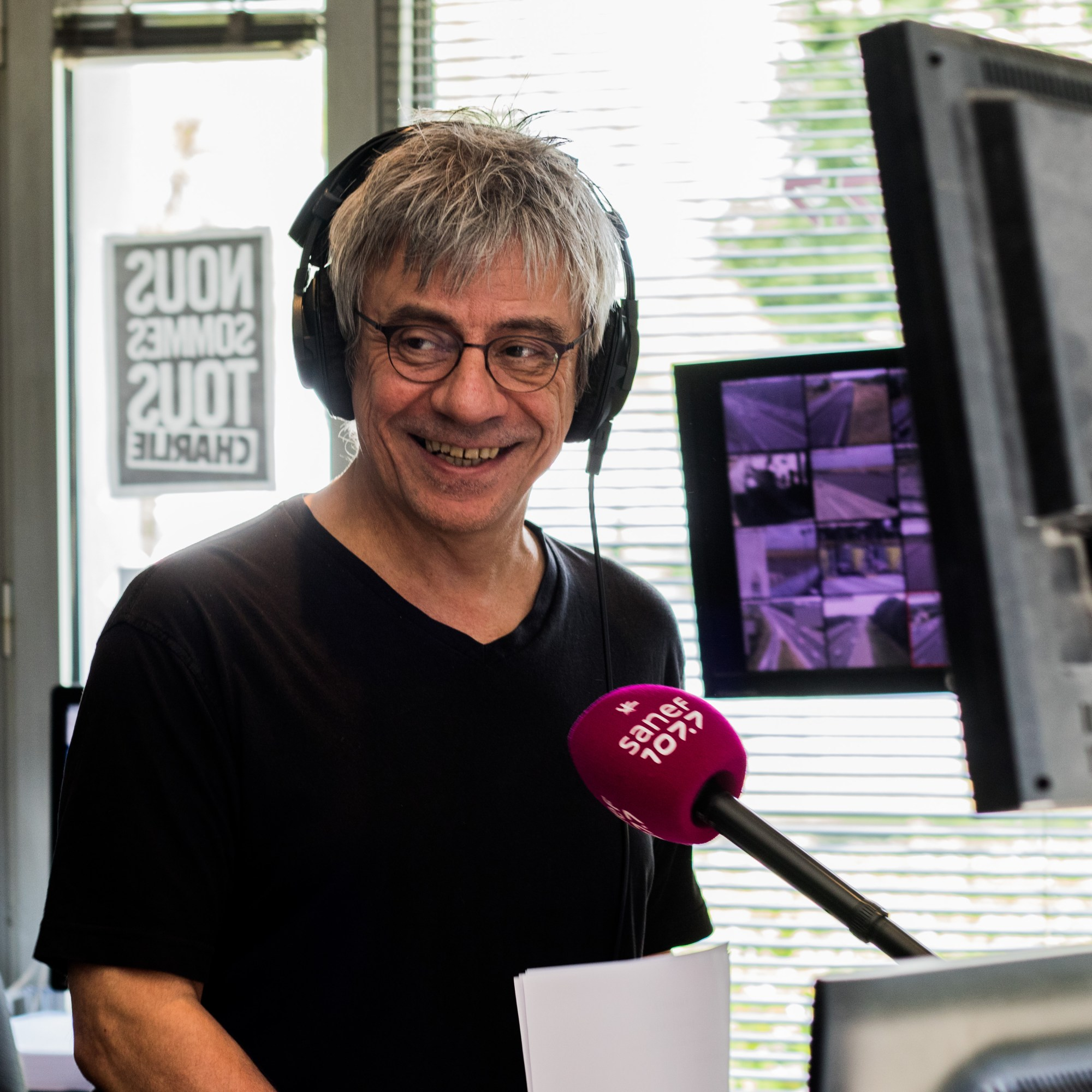 Philippe Sage souriant en direct du studio Jean-Marc Laurent