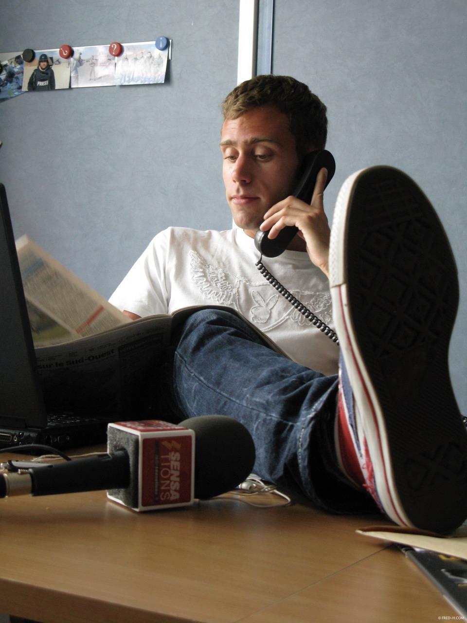 Yoann Usaï (CNews) prépare le flash info pour Sensations