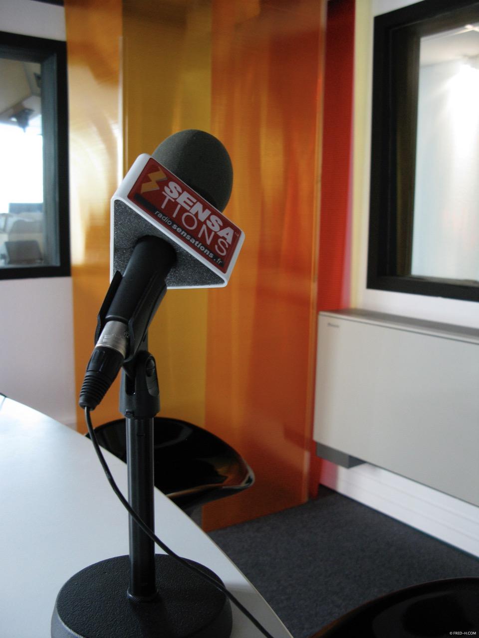 Dans les studios de Sensations Yvelines/Essonne